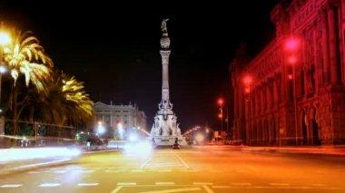 Ansturm der Nacht Zeit Verkehr am Colon, Barcelona, Spanien — Stockvideo