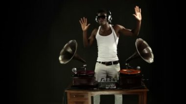 Super cool guy djs with retro gramophones. original concept clip — Stock Video