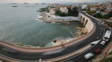 Long exposure time-lapse shot of traffic on the bend in the corniche road, marseilles — Stock Video
