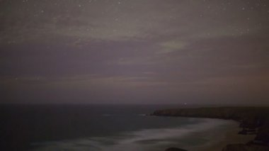Star,night-time timelapse of the stunning and dramatic coastline at bedruthan steps — Stock Video