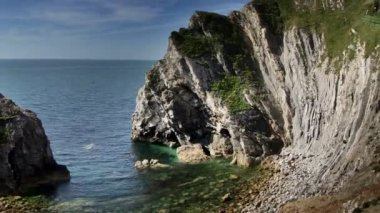 Timelapse of the stunning and dramatic coastline at lulworth cove on the dorset coast, england — Stok video