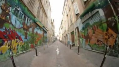 Moving about at the steps of cours julian, marseilles, france — Stock Video