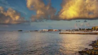 Timelapse of a beautiful sunset in cozumel, mexico. — Stock Video