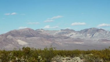 View of a mountain range in death valley — Stock Video