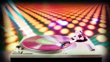 Giradiscos récord Dj borrosa escena discoteca en fondo — Vídeo de Stock