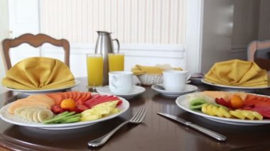 Beautifully prepared and presented breakfast in a hotel room — Stock Video