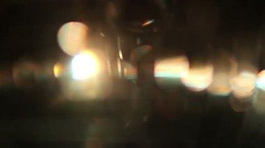 Spinnangel funky discoball und reflektiert licht — Stockvideo