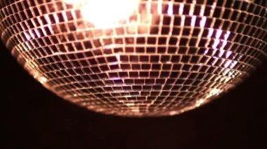 Um funky discoball girando e refletindo a luz — Vídeo Stock