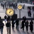Stock Video: Timelapse of crowds walking in london docklands