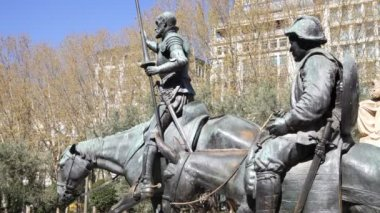Don Quixote and Sancho Panza Statue — Stock Video