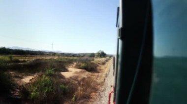 Tiro desde el chepe el tren que atraviesa el cañón de cobre increíble — Vídeo de Stock