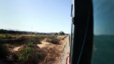 Tiro o chepe el trem que passa pelo incrível canyon cobre — Vídeo Stock