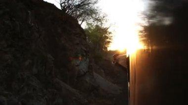 выстрел из эль чепе поезд, который проходит через невероятные медный каньон — Стоковое видео