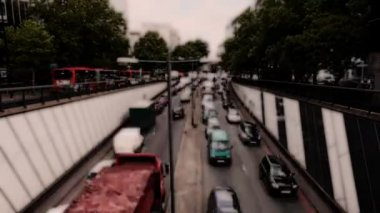 Traffic building up at underpass in central london — Stock Video
