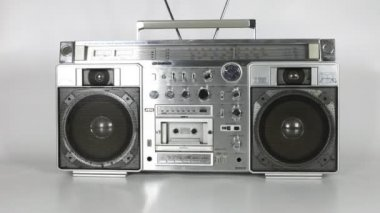 Stopmotion of a fantastic looking retro ghetto blaster — 图库视频影像
