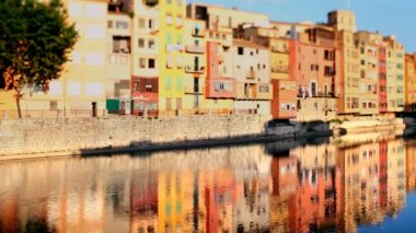 Reflection of the old town of girona, spain, in the river — Stock Video