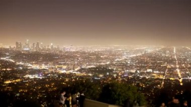 View of los angeles skyline from the griffith observatory at night — Stock Video