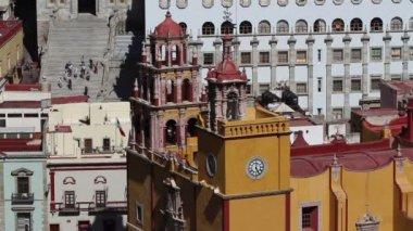 Close-up da Igreja amarela icônica em guanajuato, México — Vídeo stock
