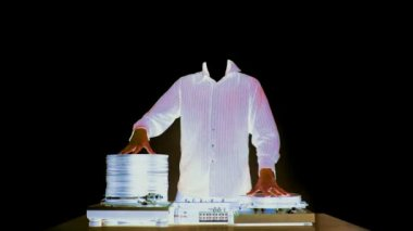 Stopmotion animation of headless dj with piles of records growing and shrinking — Stock Video
