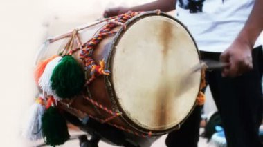 Close-up of man playing the dhol drum — Vídeo stock