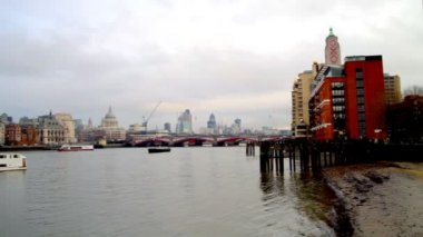 Pan across the river thames from the south bank — Stock Video