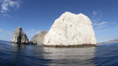 The los arcos rock formation shot from a boat — Stock Video