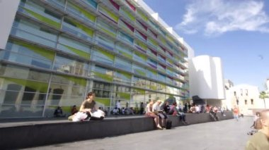Outside the macba museum in barcelona — Stok video