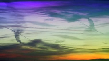 Time-lapse of sun setting in sky — Stock Video