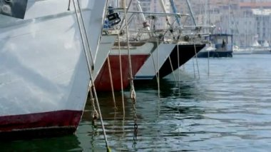 Close-up timelapse of boats and yachts moored in the vieux port — Stock Video