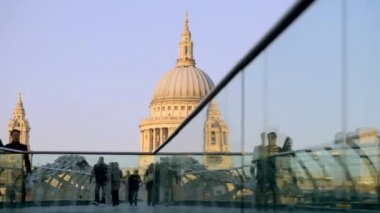 View of st paul's cathedral, from millennium bridge, london — Stock Video
