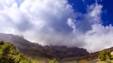 Timelapse of the famous and majestic montserrat mountains in catalonia — Stock Video