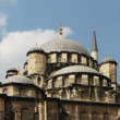 Panning shot of the yeni cami mosque in istanbul, turkey - Foto de Stock  