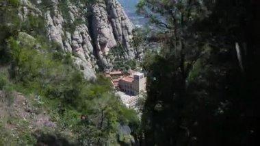 Jízda vlakem do pohoří montserrat monasteryin — Stock video