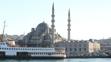 Panning timelapse inside courtyard of the yeni cami mosque — Vídeo de Stock