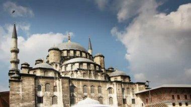 Pan çekim yeni cami cami i̇stanbul, türkiye — Stok video