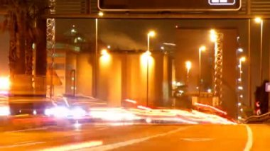 Rush of night time traffic on motorway in timelapse scene — Stock Video