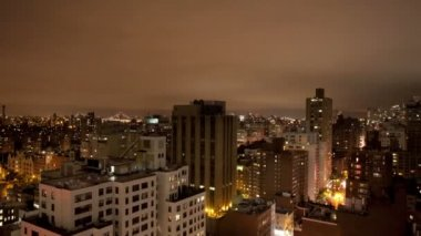 Panning timelapse of manhattan skyline from a high vantage point at night — Stock Video