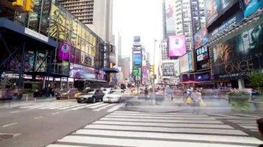 Time-Lapse Menschenmengen und Verkehr am Times square — Stockvideo