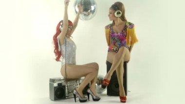 Beautiful professional gogo dancing sisters — Stock Video