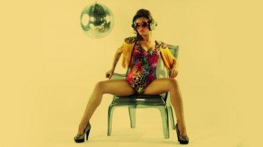 Vackra professionell gogo dansare — Stockvideo
