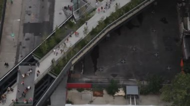 Looking down onto the new highline park in new york — Stock Video
