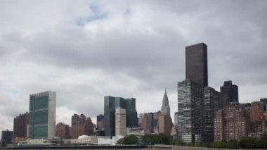 Timelapse of manhattan skyline from a roosevelt island — Stock Video