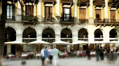 Panning timelapse of plaza reial, barcelona, spain — Stock Video