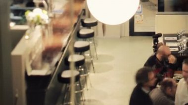 A timelapse shot during the dinner period of a busy stylish restaurant — Wideo stockowe