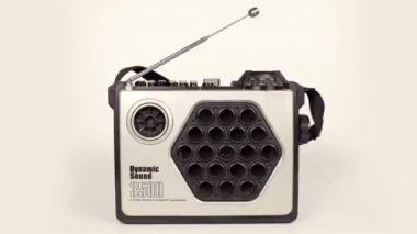 Collection of different retro tvs, headphones, cassettes hifi's and ghettoblasters — 图库视频影像