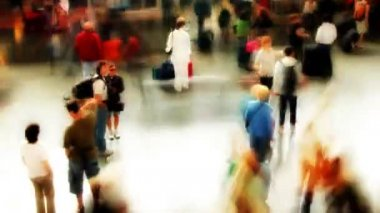 Fast moving crowd of , at rome's temini train station — Stock Video