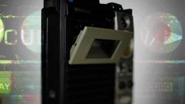 Un magnetófono de radio retro super fresco dando vueltas — Vídeo de stock