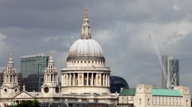 View of st paul's cathedral, london, uk — Stock Video