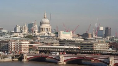 St pauls cathedral and london skyline — Stock Video