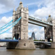 Royalty-Free Stock Vectorielle: Timelapse shot of tower bridge in london